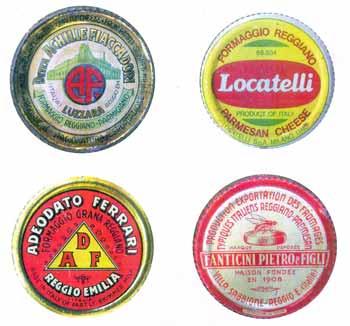 Serie di placche da formaggio, esse erano infisse nella crosta delle forme al momento della spedizione ed avevano oltre alla funzione promozionale anche una funzione di riconoscimento del prodotto: circa anni 1915-1950