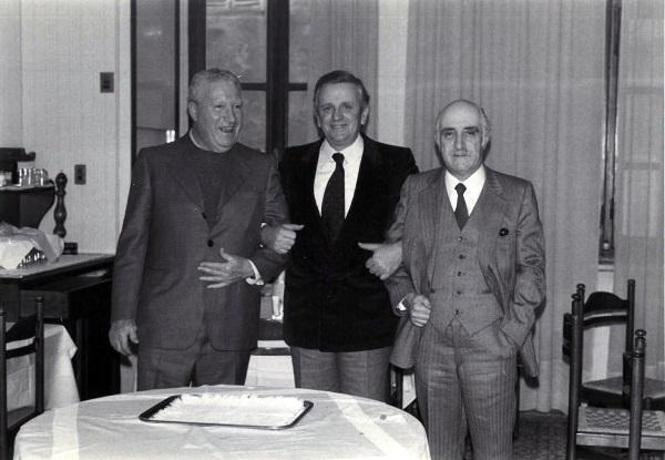 Guglielmini, primo a sinistra, in occasione della festa per il pensionamento il 31 dicembre 1978