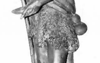 Cavargna (CO) - Chiesa di San Lorenzo, XVI secolo Scultura lignea, già ubicata presso l'Oratorio di San Lucio (XVI sec.) La statua lignea, ascritta al XVI secolo, rappresenta San Lucio a tutto tondo in abiti da pastore, con il corpetto in pelle di pecora, che porge una ciotola di latte con la destra, mentre con la sinistra si sostiene ad un bastone. Ai suoi piedi un mastello per il latte. La statua, originariamente ubicata sull'altar maggiore dell'oratorio di San Lucio, si trova ora presso la Chiesa parrocchiale di Cavargna ed è stata sottoposta ad un accurato restauro nel corso degli anni Ottanta del Novecento.